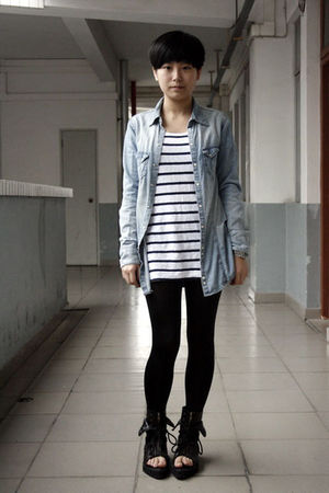 blue H&M shirt - white H&M t-shirt - black leggings - black shoes