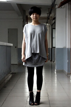 gray Rosebud t-shirt - black Mango leggings - black Katie Judith shoes