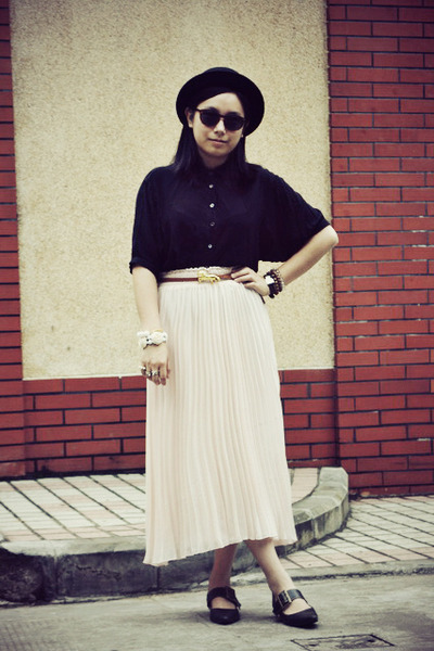 light pink pleated skirt - black bowler 5cm hat - black chapel shirt
