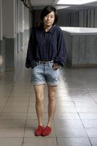 blue shirt - brown Mango belt - blue Uniqlo shoes - red shoes