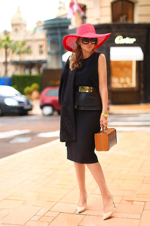 Totti hat - H&M coat - Chanel bag - Zara skirt - Zara top - Aldo heels