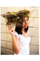 gold Yanie Medina hat