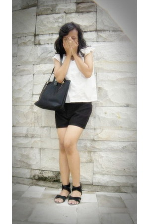 black diamond bag - eggshell Teke Teke blouse - black Bata flats