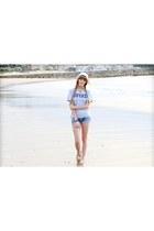 blue Bershka shorts - silver Hoyas soccer t-shirt - light brown Roxy sneakers