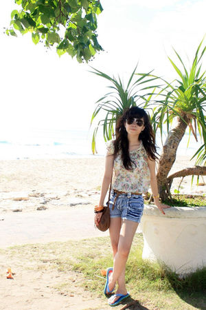 white Zara top - blue shorts - brown Zara belt - brown Mango purse - black Charl