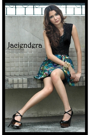 Jaciendera blouse - Jaciendera skirt - Aldo shoes