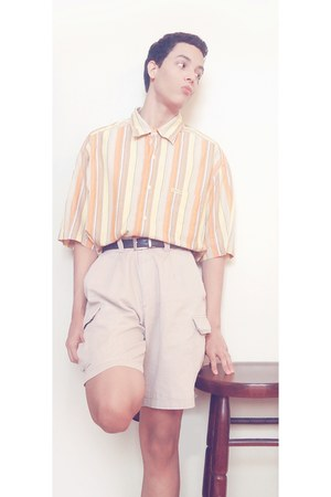 nude Enyce shirt - off white Dockers shorts - black Tommy Hilfiger belt