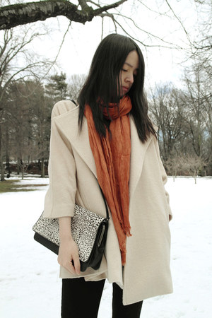 Yuel cape - Zara scarf - Zara bag