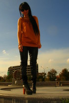 Chloe sunglasses - vera wang top - Leith pants