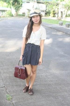 boater hat - polka dotted skirt