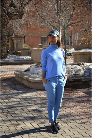sky blue Gap top - sky blue Zara pants - black leather Reebok sneakers