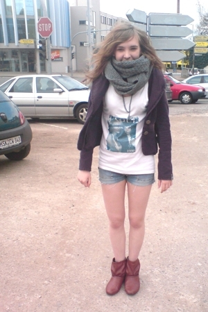 vint blazer - vint jeans - self-made t-shirt - H&M scarf