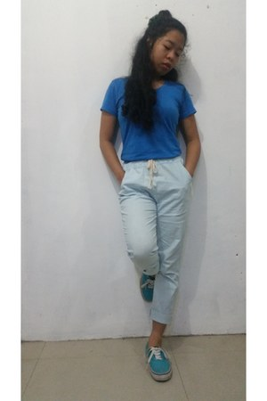 blue cotton Blowing Bubbles shirt - light blue pants