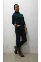 dark green turtleneck thrifted top - olive green Converse shoes - lace-up shoes