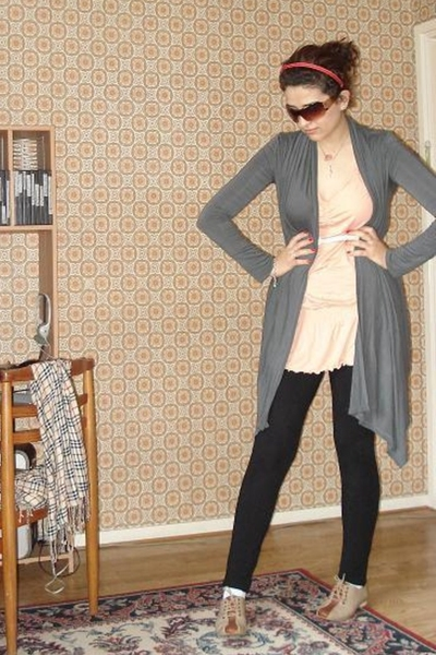 tres you blouse - Secondhand shoes - HUE tights - Urban Behaviour sweater