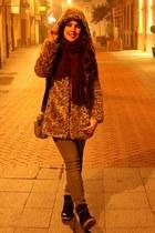 crimson BLANCO scarf - bronze Zara coat - camel Bimba y Lola bag