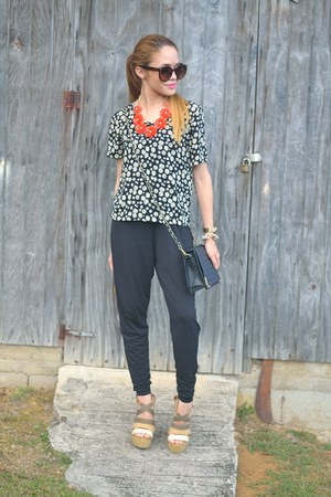 black daisy floral Marshalls top - black jumpsuit 579 pants