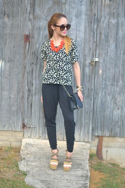 black daisy floral Marshalls top - black jumpsuit 579 pants