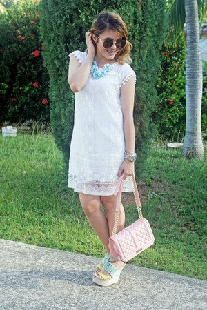 white lace pom pom Sheinsidecom dress - light pink quilted BCBG bag
