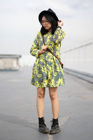 black fedora hat - black boots - yellow printed Choies dress