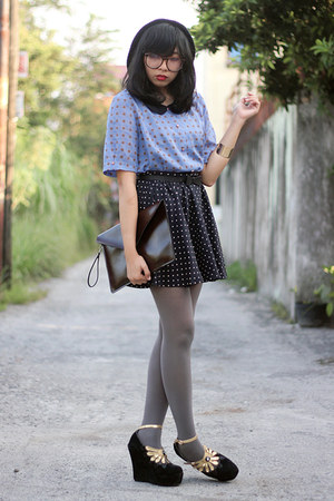 black beanie hat - periwinkle polka dot shirt - heather gray tights