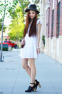 Black-heels-aldo-shoes-white-simple-h-m-dress