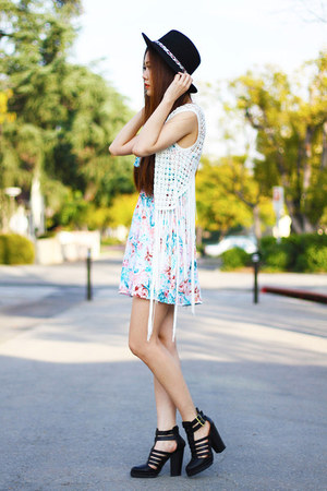 light blue floral cotton on dress - ivory fringe poof vest
