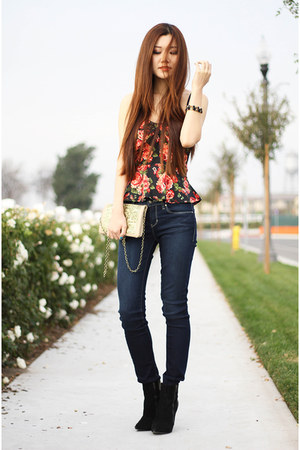 red floral tupe top Charlotte Russe top - black pointy toe Steve Madden boots