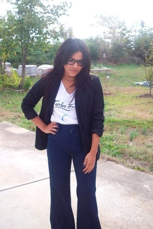 Oscar by Oscar de la Renta blazer - t-shirt - pants - Ray Ban glasses