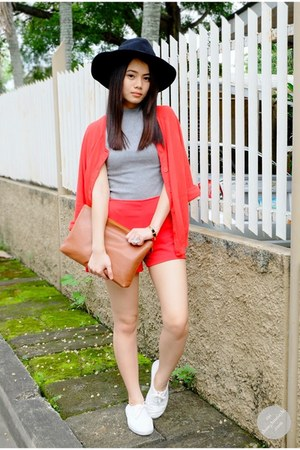 black hat - tan Chloe and Davis bag - red H&M cardigan