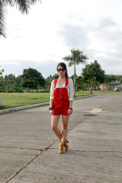 red House of Eva jumper - tan Forever 21 boots - tan sm accessories necklace