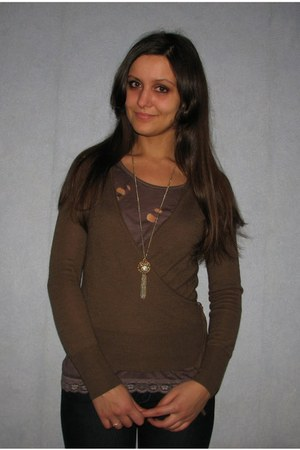 brown Topshop sweater - light brown New Yorker top - gold random necklace