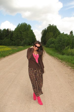dark brown thrifted maxi skirt - dark brown reserved cardigan - hot pink New Yor