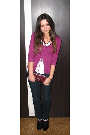 navy skinny one love jeans - magenta Louis Vuitton purse - black booties Charles