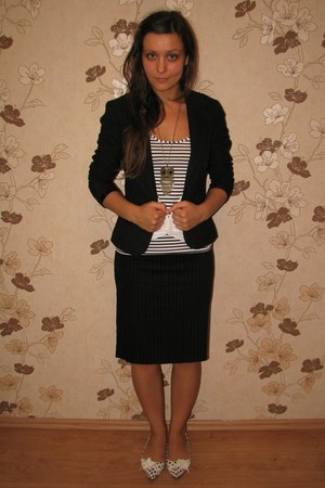 black Vero Moda blazer - white River Island top - black thrifted clockhouse skir