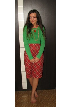 green Vero Moda top - burnt orange thrifted plaid skirt - carrot orange necklace