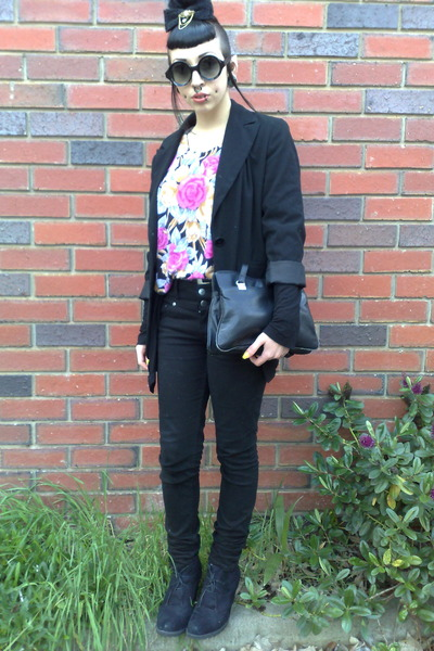 black JayJays jeans - black thrifted blazer - black thrifted vintage bag