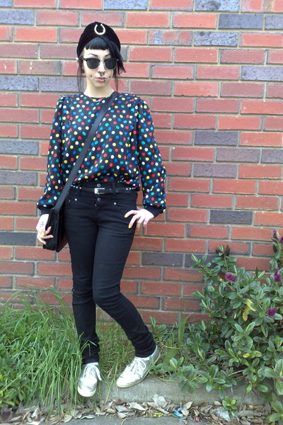 black thrifted vintage shirt - black JayJays jeans - black Sportsgirl hat