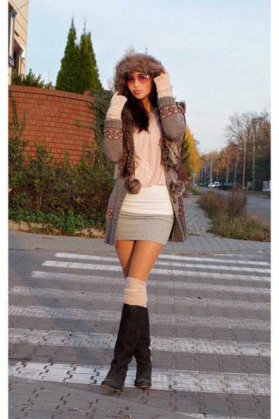 Light Pink H&M Gloves, Black Asos Boots, Bubble Gum Ray ...
