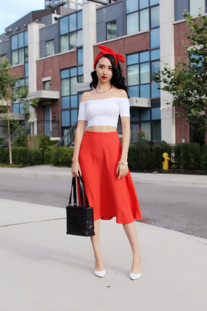 white crop top American Apparel top - black vintage chanel Chanel bag