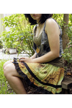 olive green rayon and lace selfmade skirt - periwinkle Om Shantipi vest
