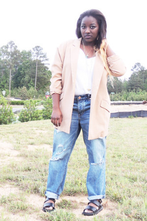 sky blue boyfriend American Eagle jeans - tan Forever 21 blazer