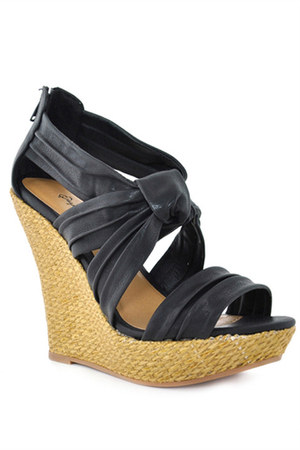 black Qupid wedges