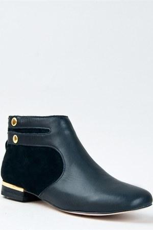 Seychelle boots