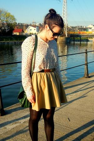 camel Zara skirt - off white printed Zara shirt - forest green NewYorker bag