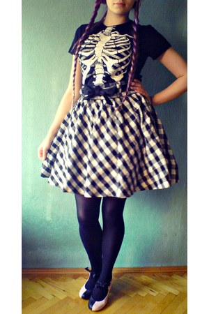 skirt - shoes - black blouse