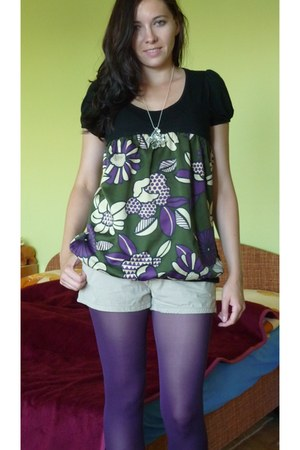 purple tights - cream Secondhand shorts - black t-shirt