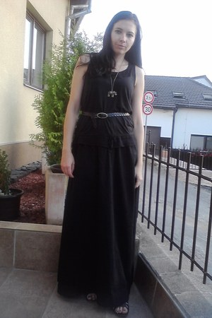 black Secondhand top - black sandals - black H&M skirt - black Secondhand belt