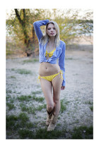 tan reno boots - sky blue holiister top - yellow Gate panties