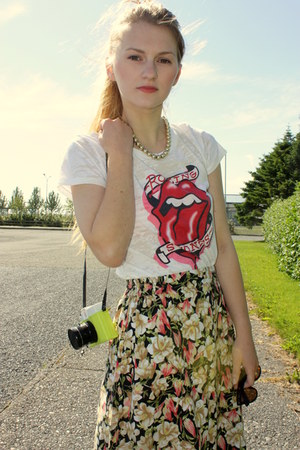 cream rolling stones H&amp;M shirt - floral Secondhand skirt